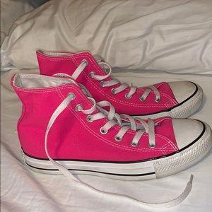 Women sz 8 Hot pink chuck taylor hightop converse